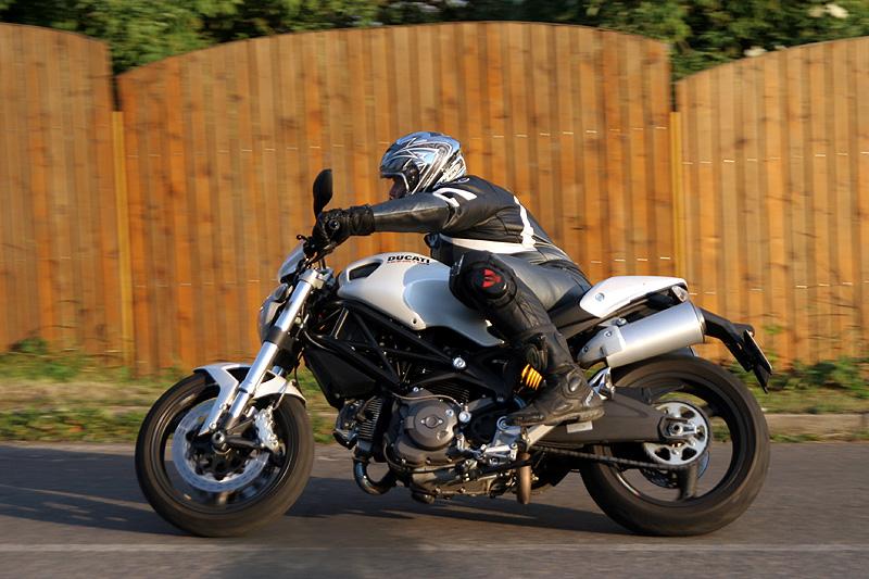 Test - Ducati Monster 696 - první z nové vlny: - fotka 12