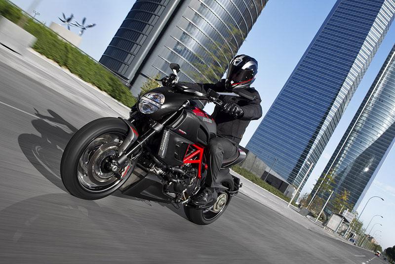 Oficiální představení Ducati Diavel: - fotka 20