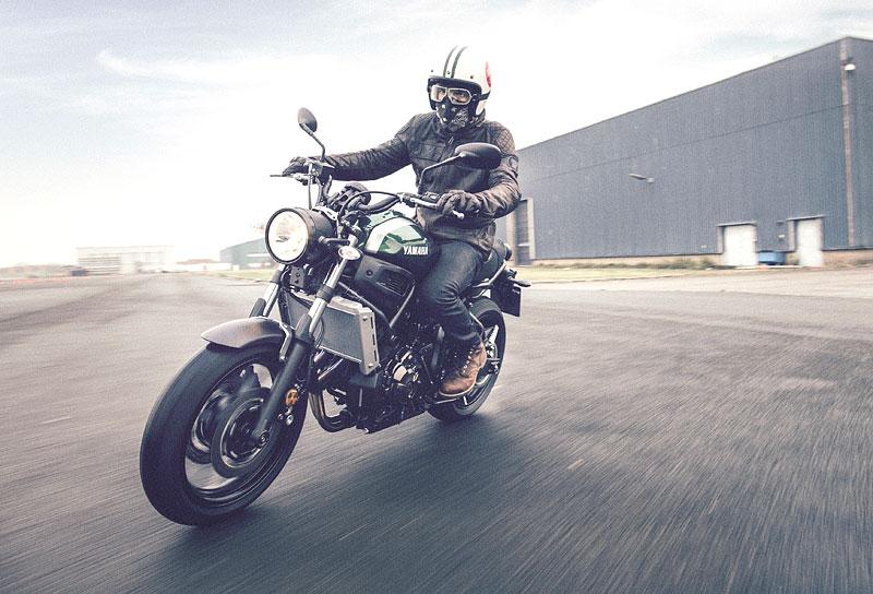 Yamaha XSR700: Rychlý potomek: - fotka 11