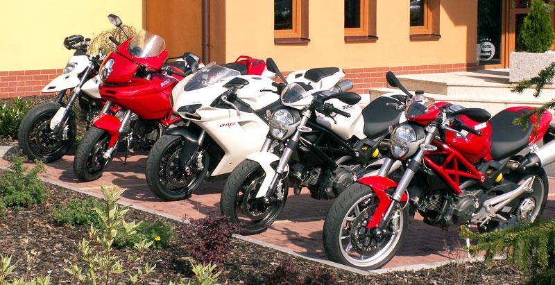 Ducati den v Milíně - 3 červené a 3 bílé: - fotka 1