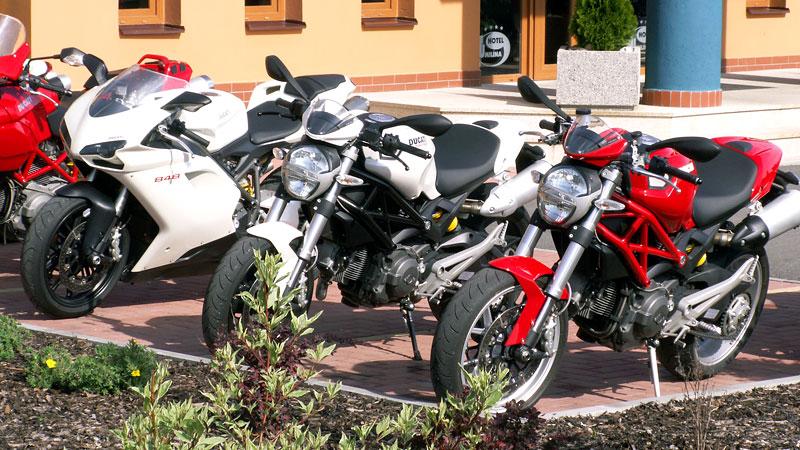Ducati den v Milíně - 3 červené a 3 bílé: - fotka 2