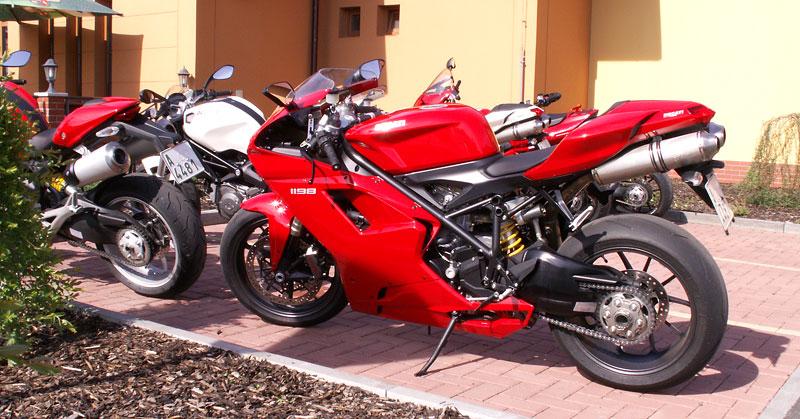 Ducati den v Milíně - 3 červené a 3 bílé: - fotka 3