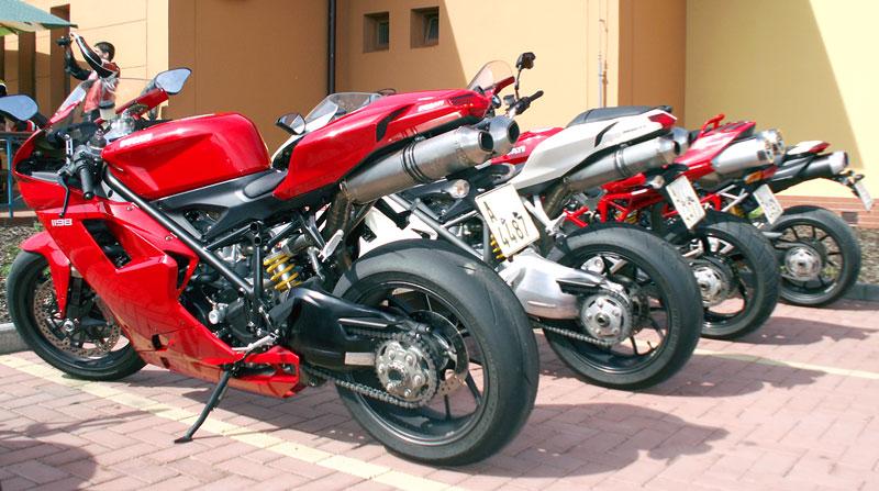 Ducati den v Milíně - 3 červené a 3 bílé: - fotka 4