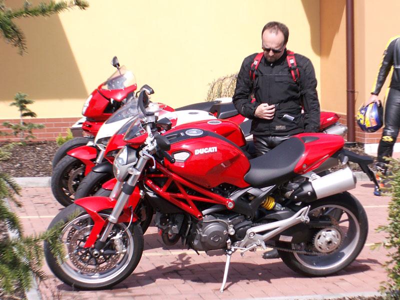 Ducati den v Milíně - 3 červené a 3 bílé: - fotka 10