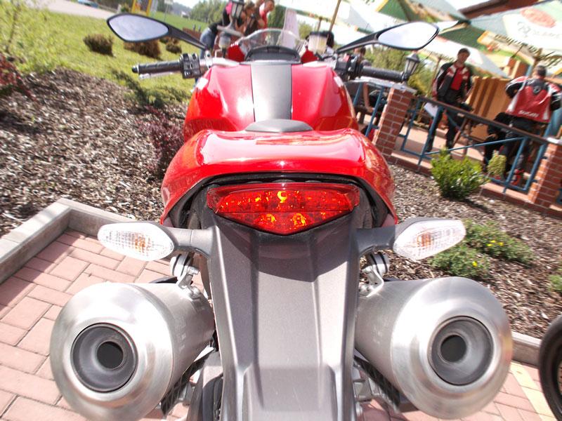 Ducati den v Milíně - 3 červené a 3 bílé: - fotka 11