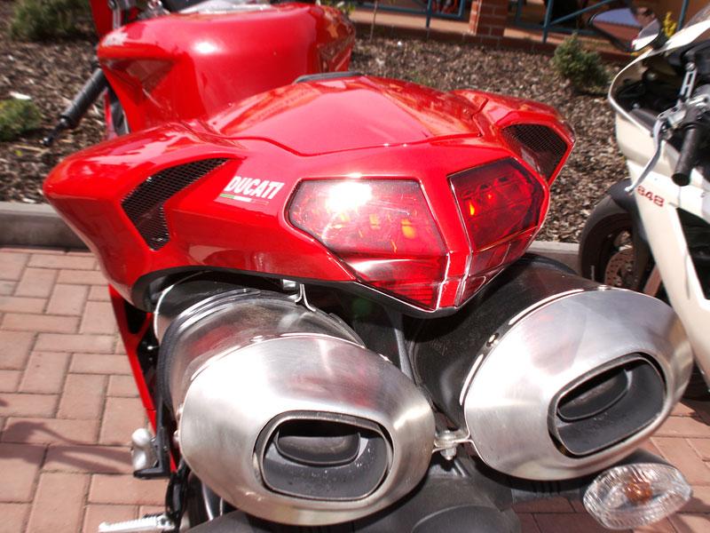 Ducati den v Milíně - 3 červené a 3 bílé: - fotka 12