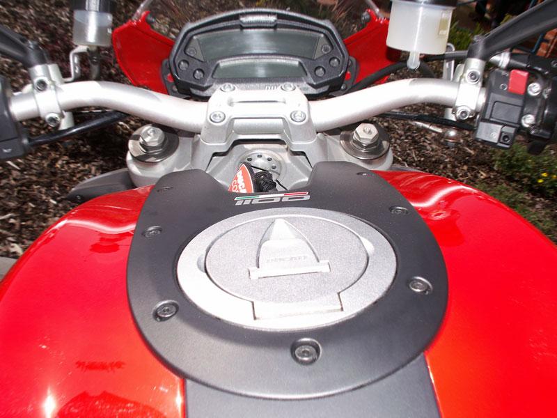 Ducati den v Milíně - 3 červené a 3 bílé: - fotka 13