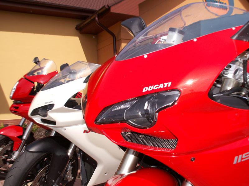 Ducati den v Milíně - 3 červené a 3 bílé: - fotka 14