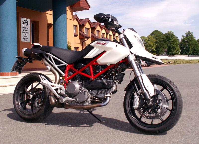 Ducati den v Milíně - 3 červené a 3 bílé: - fotka 15