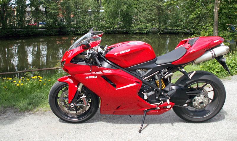 Ducati den v Milíně - 3 červené a 3 bílé: - fotka 17