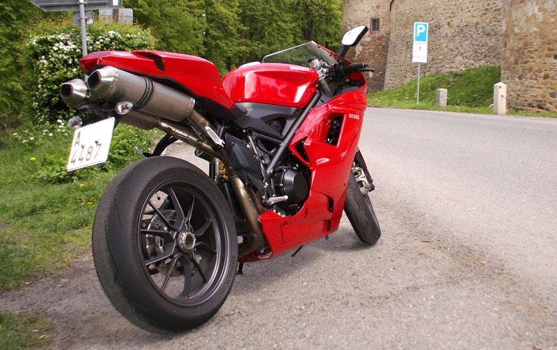 Ducati den v Milíně - 3 červené a 3 bílé: - fotka 18