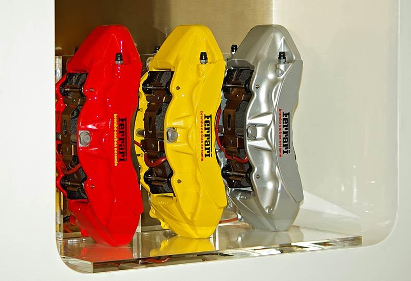 Felipe Massa otevřel v Praze showroom Ferrari: - fotka 31