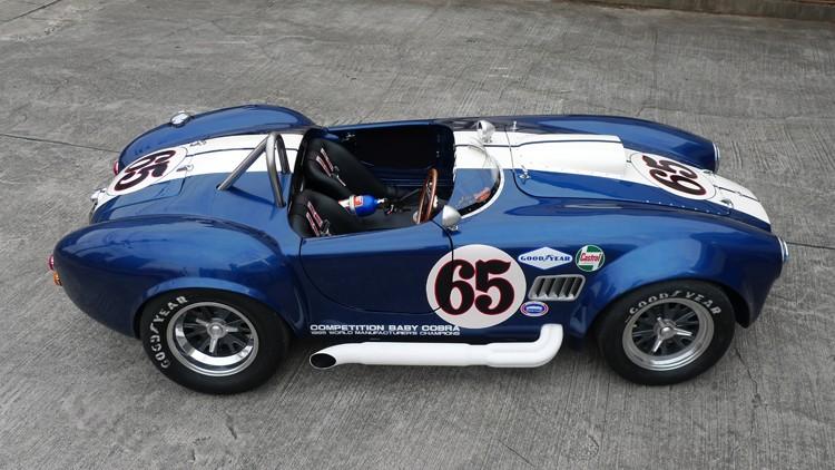 Baby Cobra: tříčtvrteční replika slavného roadsteru: - fotka 5