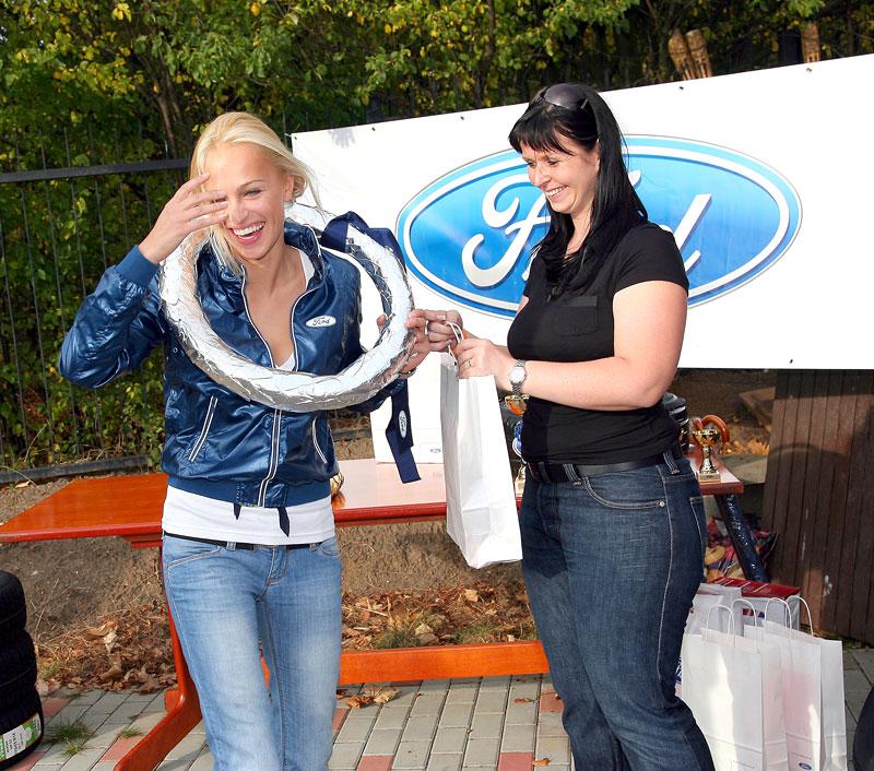 Missky za volantem Fordu Fiesta: - fotka 98