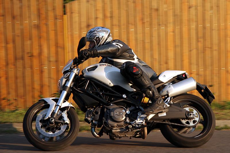 Test - Ducati Monster 696 - první z nové vlny: - fotka 14