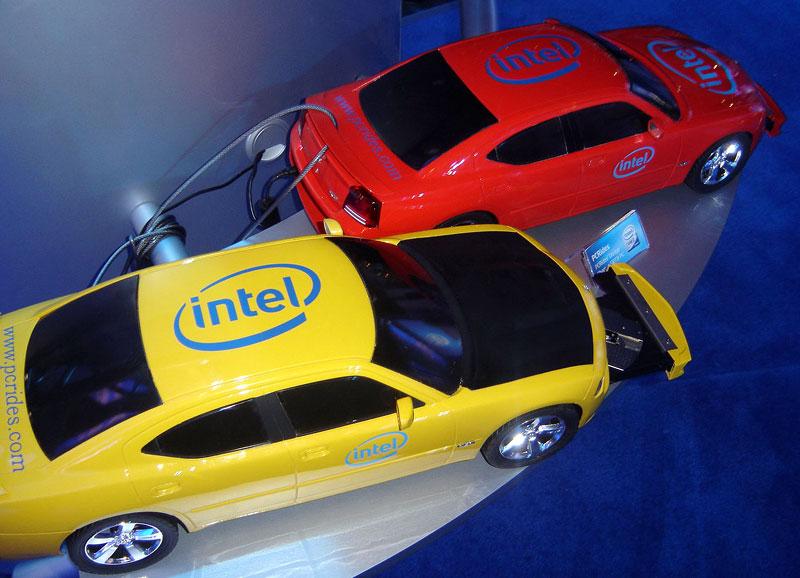 Dodge Charger SRT8: počítač pod kapotou: - fotka 6