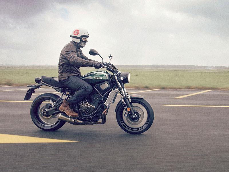 Yamaha XSR700: Rychlý potomek: - fotka 13