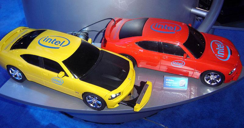 Dodge Charger SRT8: počítač pod kapotou: - fotka 7