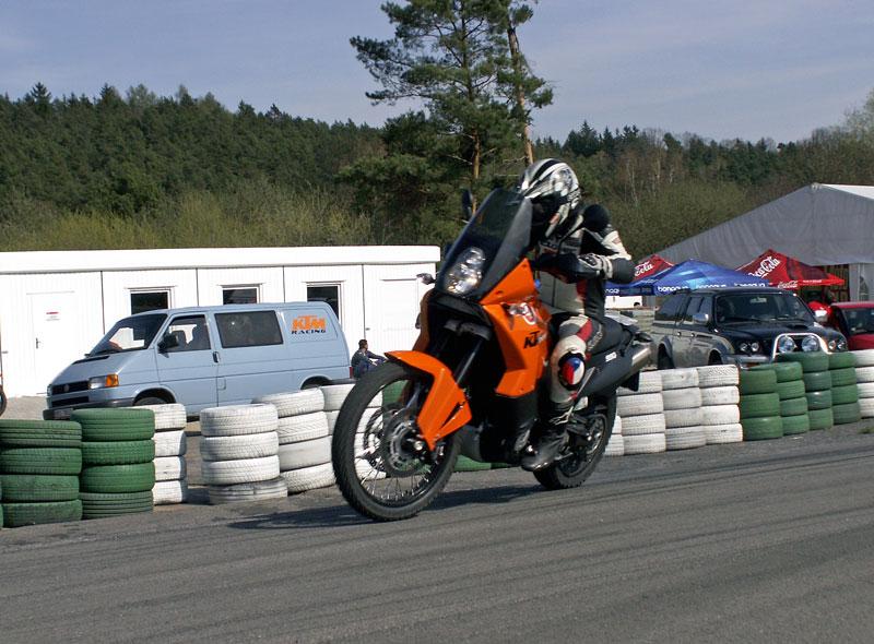 KTM Festival 2010 - oranžový den pod Bezdězem: - fotka 33