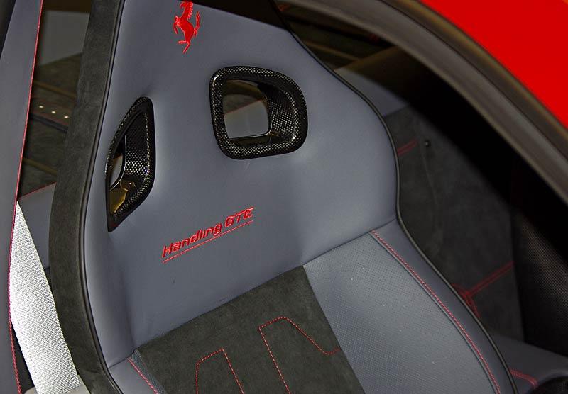 Felipe Massa otevřel v Praze showroom Ferrari: - fotka 34