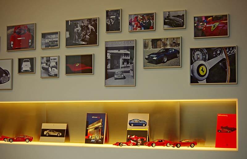 Felipe Massa otevřel v Praze showroom Ferrari: - fotka 35