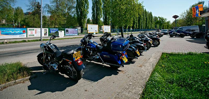 Za řídítky Harley-Davidson: Electra Glide, Road King a V-Rod: - fotka 2