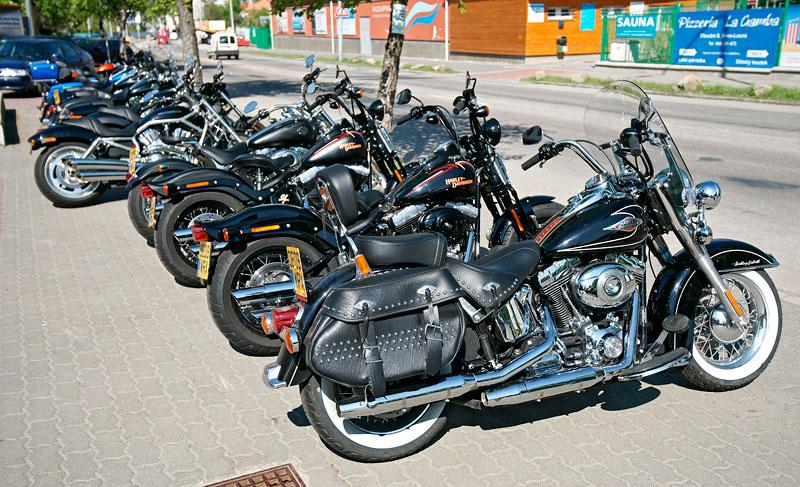 Za řídítky Harley-Davidson: Electra Glide, Road King a V-Rod: - fotka 3
