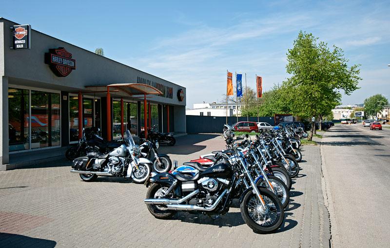 Za řídítky Harley-Davidson: Electra Glide, Road King a V-Rod: - fotka 5
