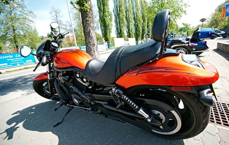 Za řídítky Harley-Davidson: Electra Glide, Road King a V-Rod: - fotka 6