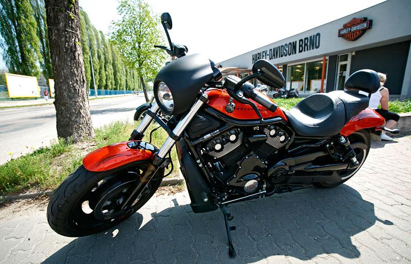Za řídítky Harley-Davidson: Electra Glide, Road King a V-Rod: - fotka 7