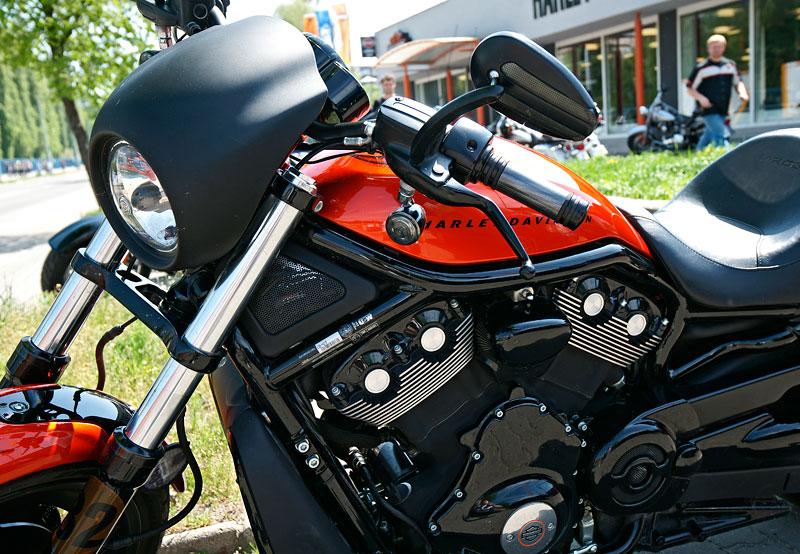 Za řídítky Harley-Davidson: Electra Glide, Road King a V-Rod: - fotka 8