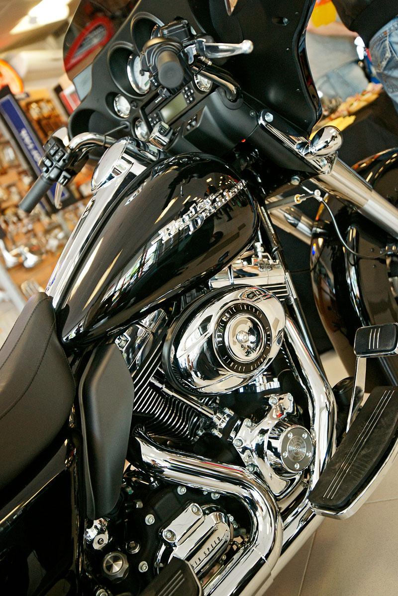 Za řídítky Harley-Davidson: Electra Glide, Road King a V-Rod: - fotka 11