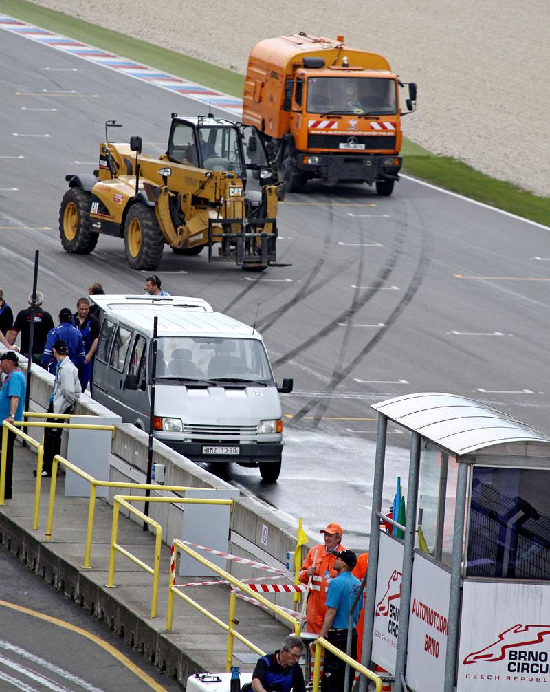 FIA GT: ošklivá havárie při závodě v Brně: - fotka 35