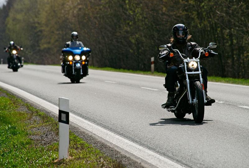 Za řídítky Harley-Davidson: Electra Glide, Road King a V-Rod: - fotka 18
