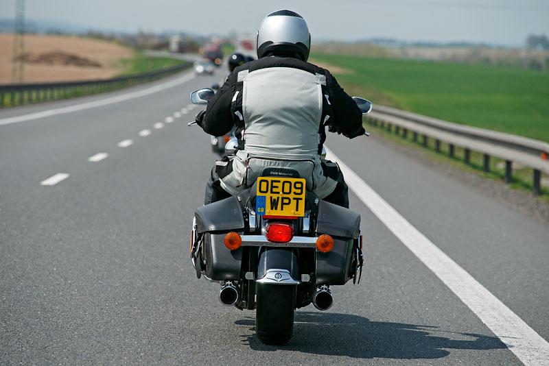Za řídítky Harley-Davidson: Electra Glide, Road King a V-Rod: - fotka 19