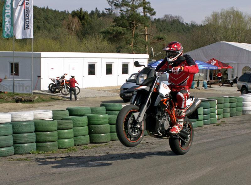 KTM Festival 2010 - oranžový den pod Bezdězem: - fotka 36