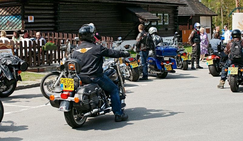 Za řídítky Harley-Davidson: Electra Glide, Road King a V-Rod: - fotka 21
