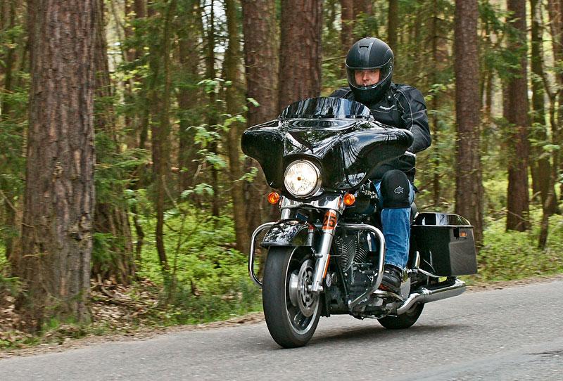 Za řídítky Harley-Davidson: Electra Glide, Road King a V-Rod: - fotka 24