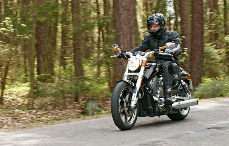 Za řídítky Harley-Davidson: Electra Glide, Road King a V-Rod: - fotka 27