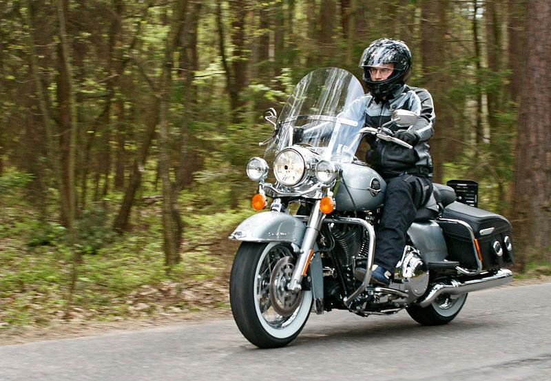 Za řídítky Harley-Davidson: Electra Glide, Road King a V-Rod: - fotka 29