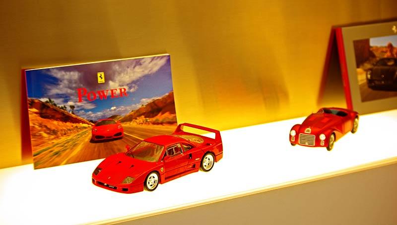 Felipe Massa otevřel v Praze showroom Ferrari: - fotka 38