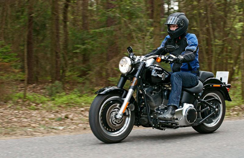 Za řídítky Harley-Davidson: Electra Glide, Road King a V-Rod: - fotka 33