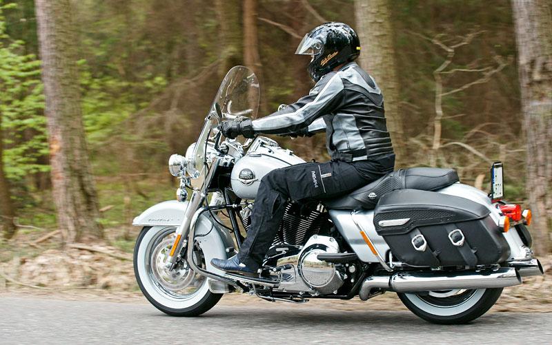 Za řídítky Harley-Davidson: Electra Glide, Road King a V-Rod: - fotka 36
