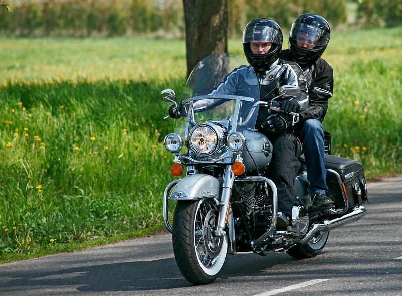 Za řídítky Harley-Davidson: Electra Glide, Road King a V-Rod: - fotka 37