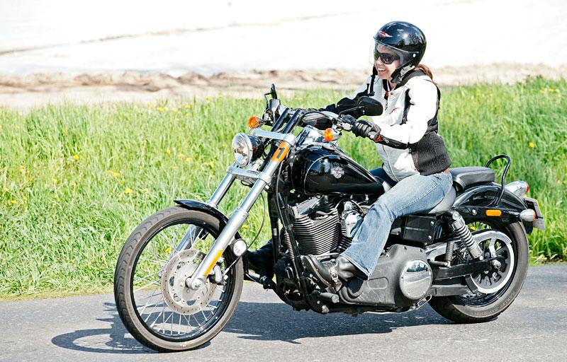 Za řídítky Harley-Davidson: Electra Glide, Road King a V-Rod: - fotka 38
