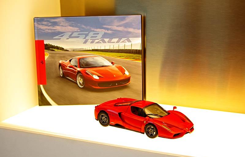 Felipe Massa otevřel v Praze showroom Ferrari: - fotka 39