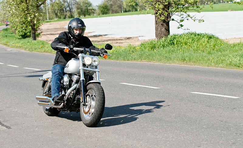 Za řídítky Harley-Davidson: Electra Glide, Road King a V-Rod: - fotka 39