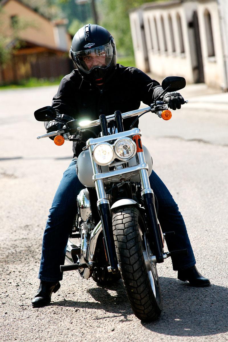 Za řídítky Harley-Davidson: Electra Glide, Road King a V-Rod: - fotka 42
