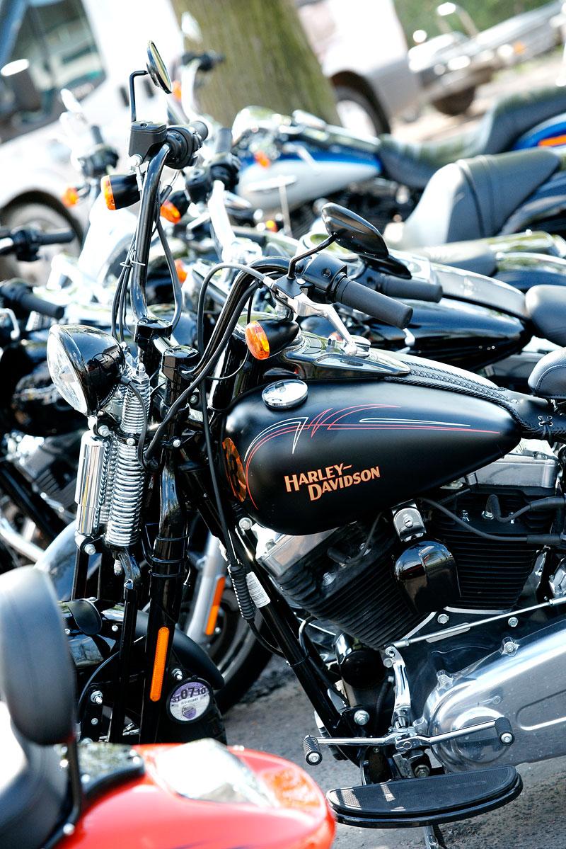 Za řídítky Harley-Davidson: Electra Glide, Road King a V-Rod: - fotka 43