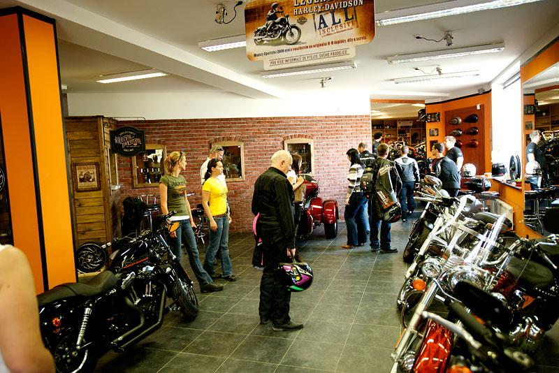 Za řídítky Harley-Davidson: Electra Glide, Road King a V-Rod: - fotka 44